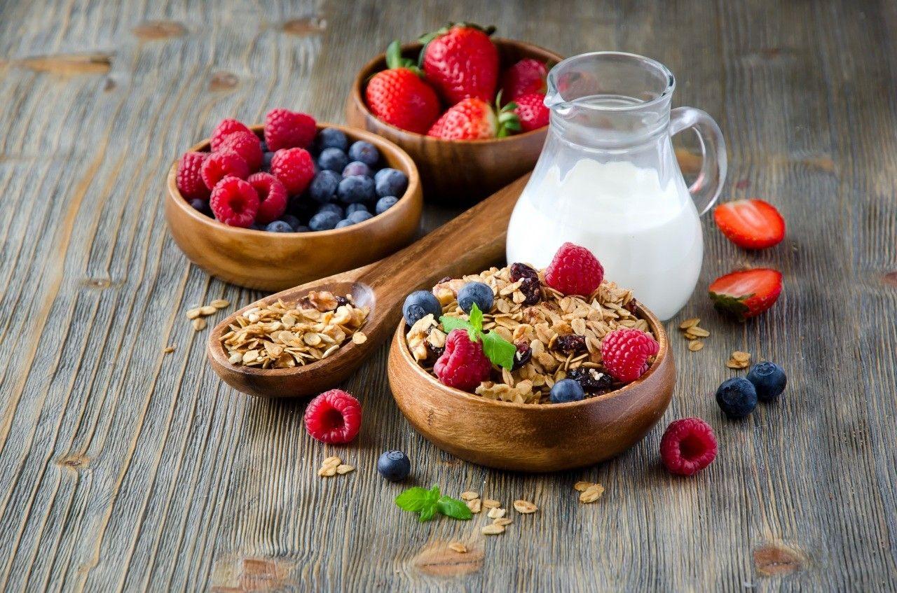 ягоды с молоком