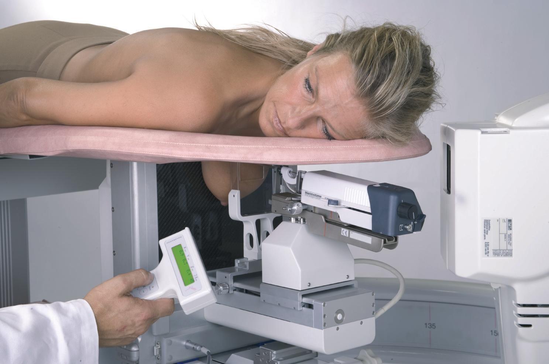 как проводится маммография женщине лежа
