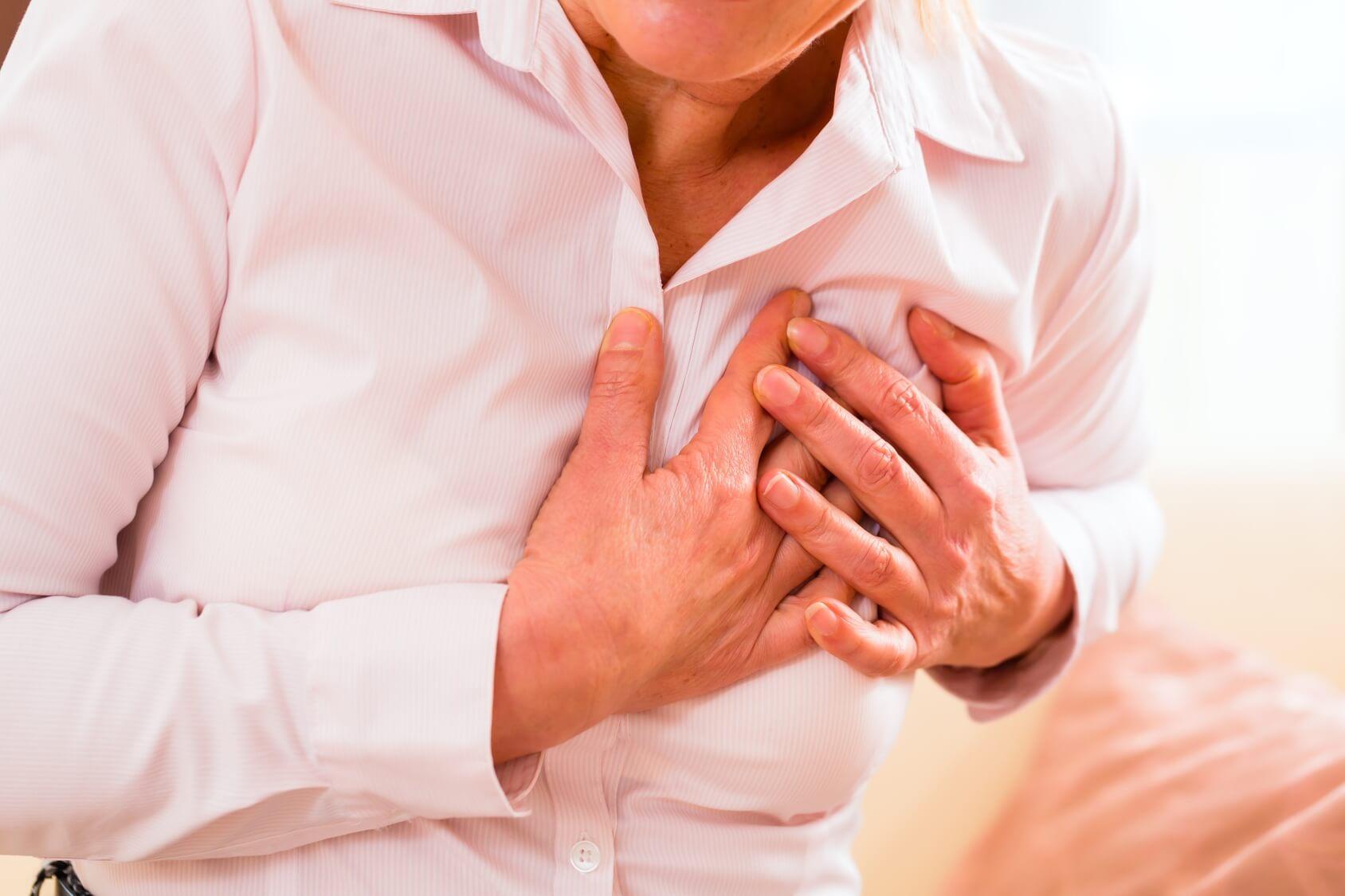 у женщины очень болит в области молочной железы