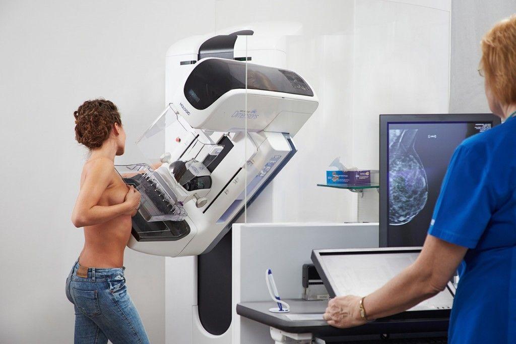 женщина у рентген аппарата