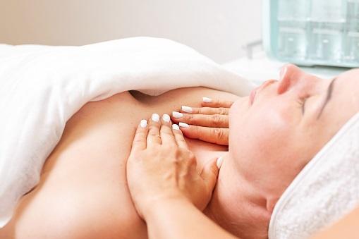 Как увеличить грудь, не прибегая к операции?